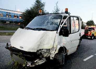 Rånarnas kraschade bil.