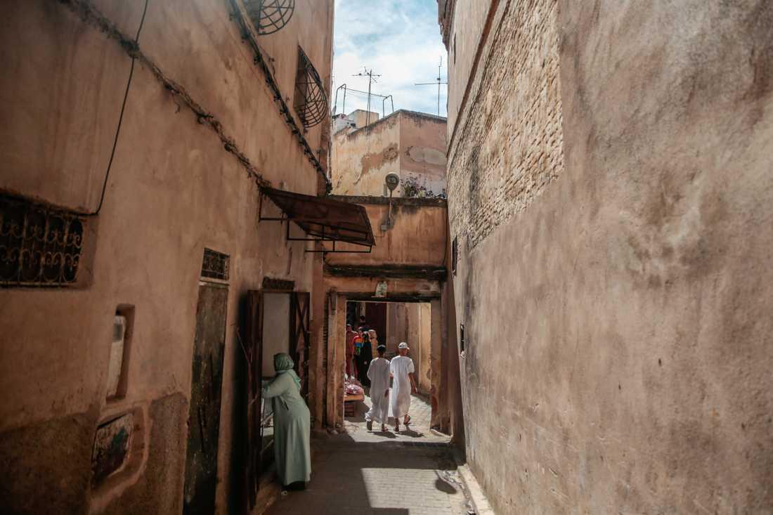 Marocko beslutar att stänga samtliga moskéer, bilden är från de äldre kvarteren i Fès i Marocko. Arkivbild.