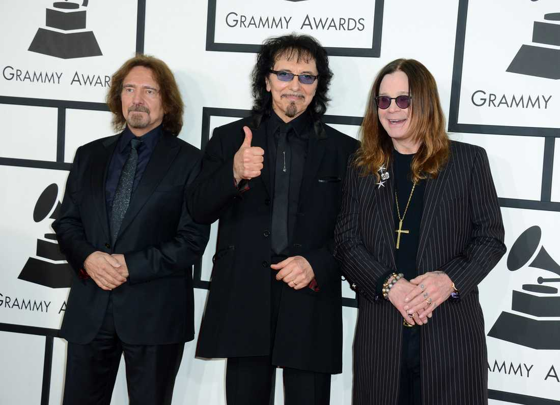 Geezer Butler, Tony Iommi och Ozzy Osbourne Black Sabbath avslutar karriären i och med Monsters of rock.