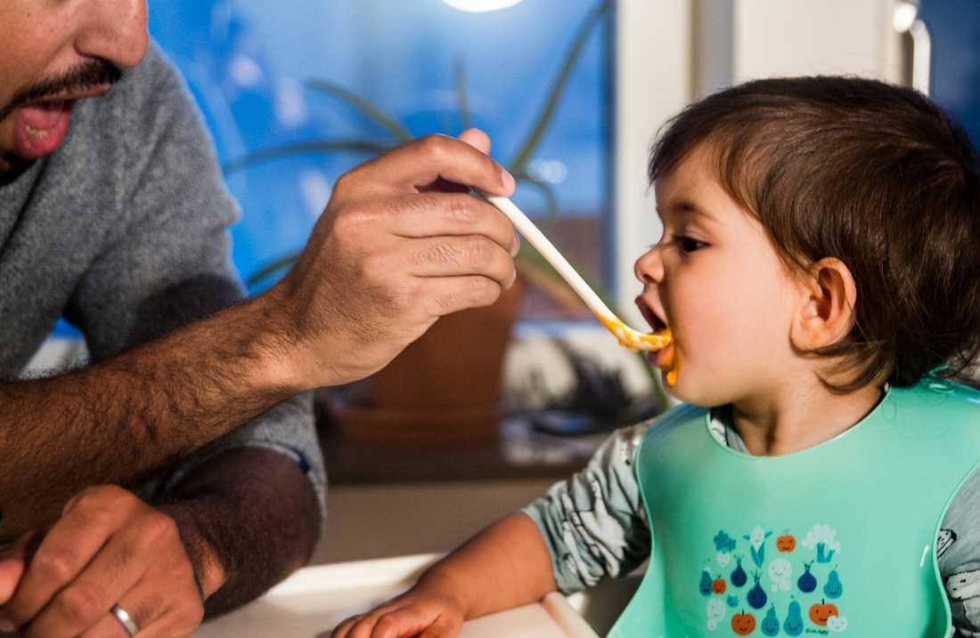 Fler barn innebär fler föräldrar som behöver föräldrapenning. Arkivbild.