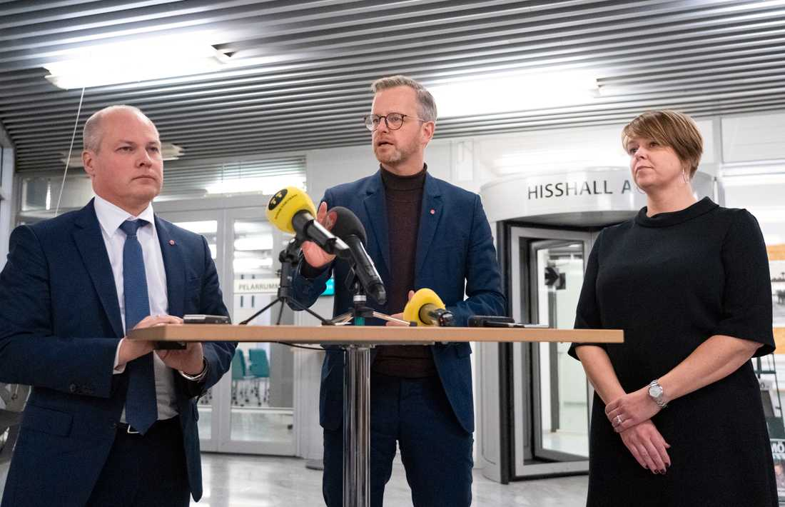 Justitie- och migrationsminister Morgan Johansson (S), inrikesminister Mikael Damberg (S) och kommunstyrelsens ordförande i Malmö Katrin Stjernfeldt Jammeh (S) vid en pressträff i Malmö.