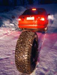Passa på att sätta på vinterdäcken - innan snön kommer.