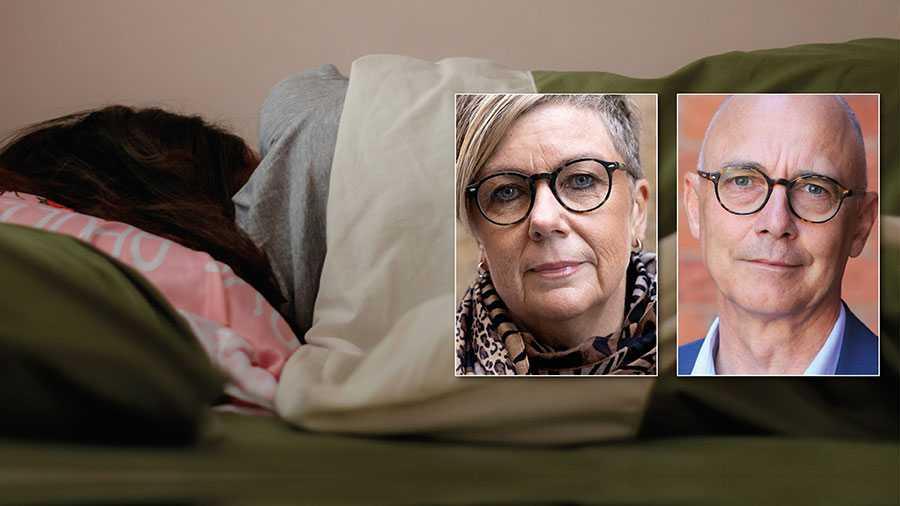 Vi ser att många som blev sjuka i under pandemin passerat eller snart passerar gränsen 365 dagar. Risken är stor att de då blir av med sin sjukpenning. Därför behöver regelverket ändras så att det blir lättare att behålla sjukförsäkringen efter dag 365, skriver Annelie Karlsson och Rikard Larsson, Socialdemokraterna.