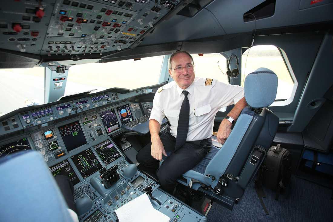 """""""Det var en fantastisk känsla att sätta ner landningshjulen här"""", sa chefspiloten Jürgen Raps efter premiärlandningen på Arlanda."""