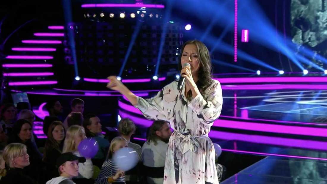"""Nathalie Ulinder Cuti fick lämna """"Idol"""" efter att ha framfört""""Keep on walking""""."""