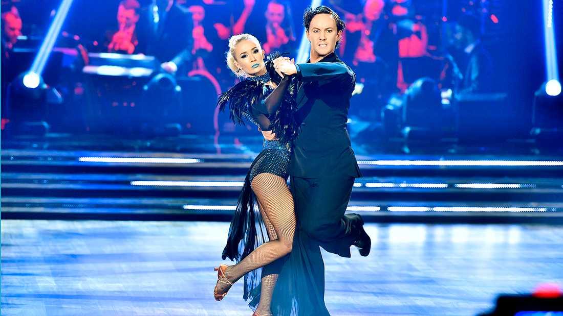 "Ellen Bergström med Jonathan Näslund i ""Let's dance"" 2017."