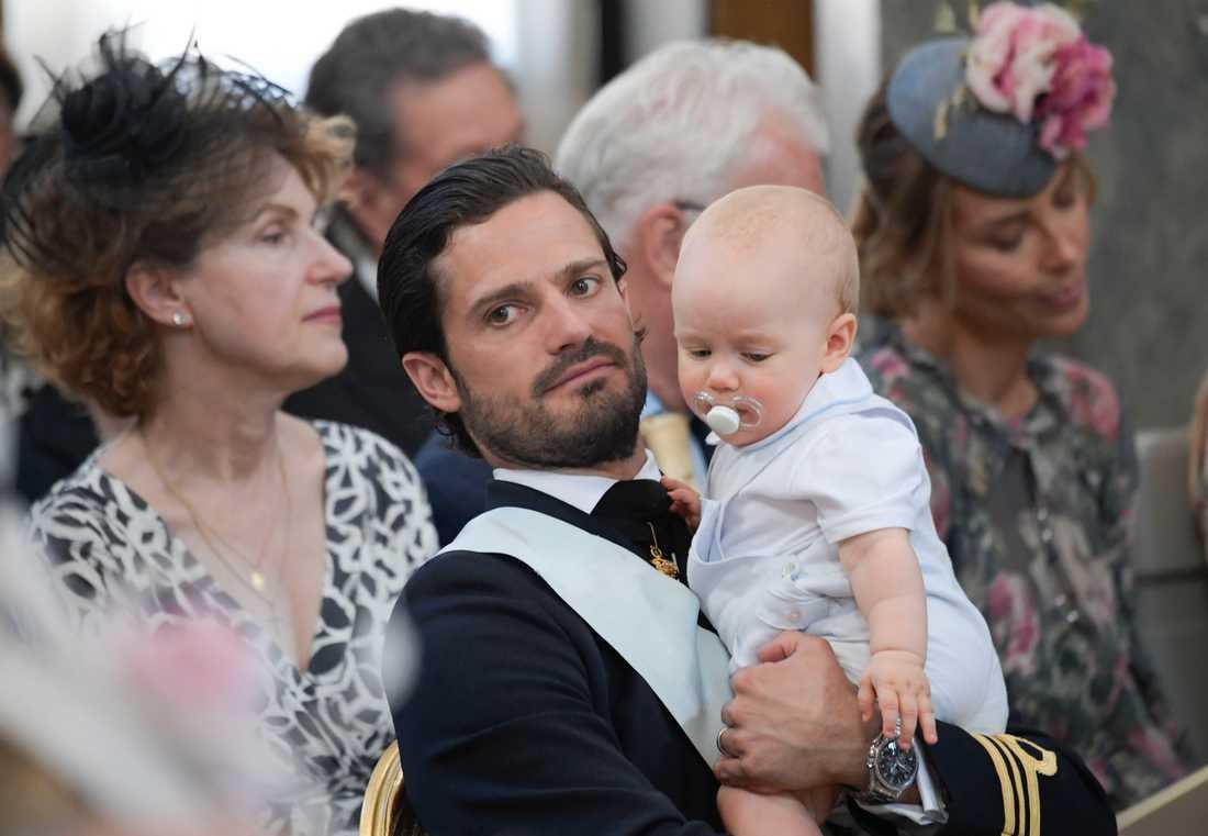 Prins Carl Philip med prins Gabriel i Drottningholms Slottskyrka