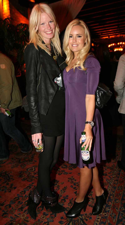Aftonbladets moderedaktör Sofi Fahrman kom tillsammans med kompisen och fotomodellen Caroline Winberg.