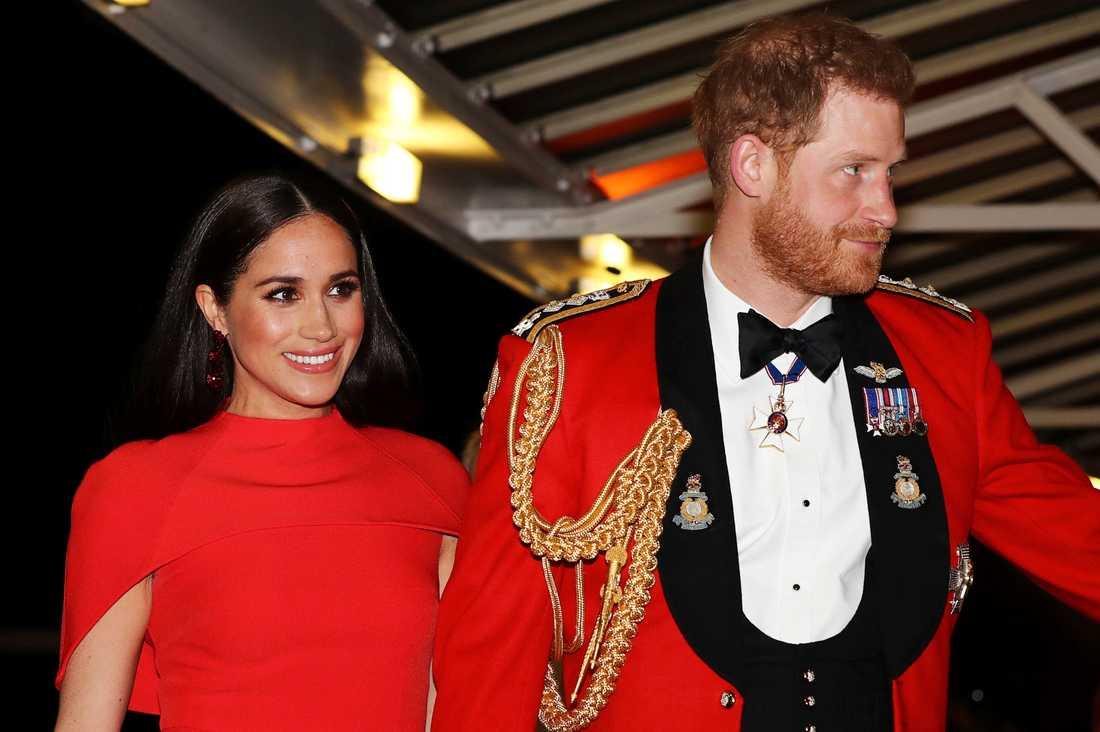 Prins Harry and Meghan på en bild från mars.