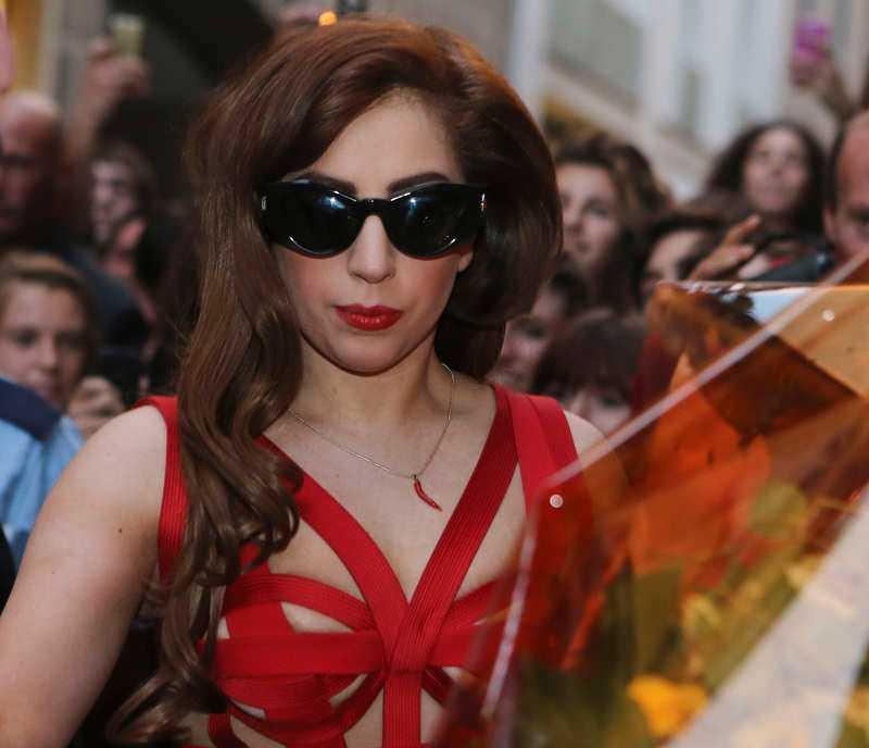Lady Gaga ryter till mot exvännen