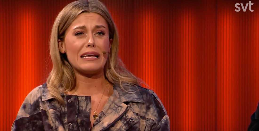 Bianca Ingrosso illustrerar hur Benjamin Ingrosso gråter.