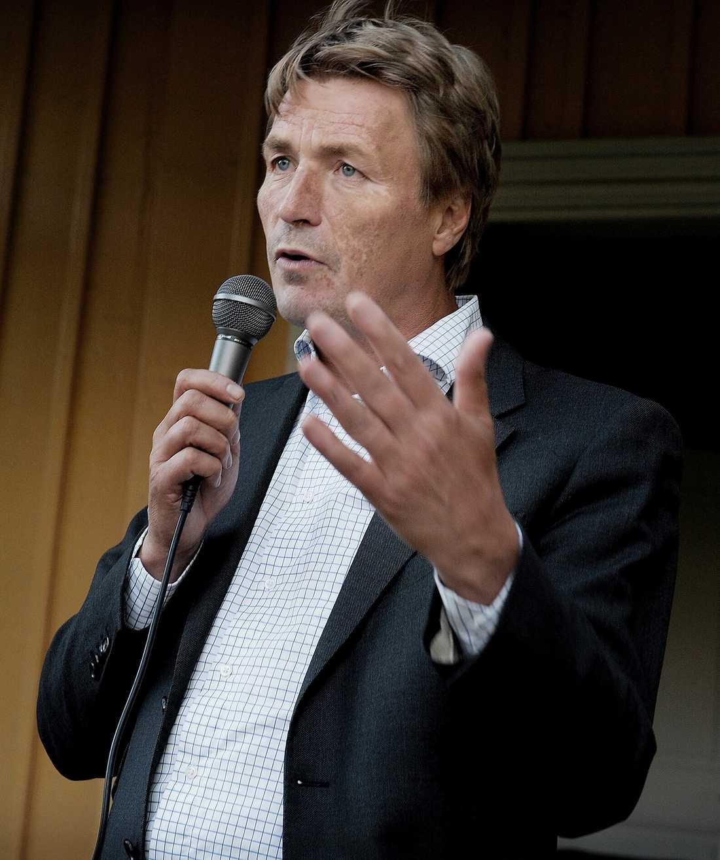 """""""ETT OSÄKERT KORT"""" Thomas Bodström kräver att Juholt tar en ordentlig debatt om Socialdemokraternas politik. """"Han borde lyssna på mig och byta stil"""", säger han."""