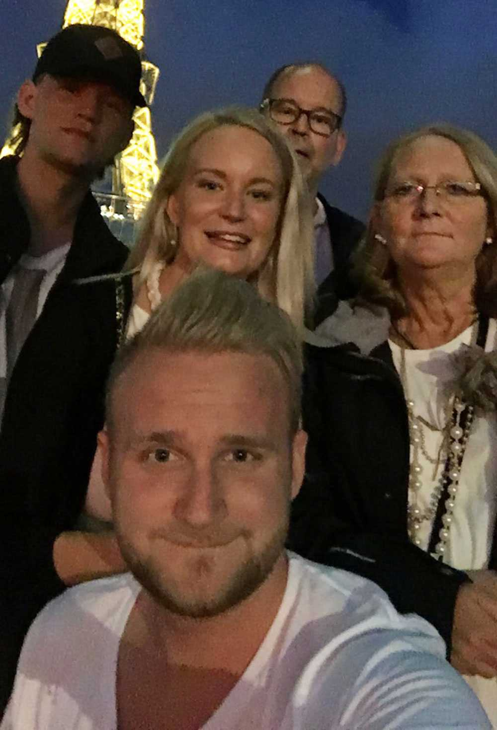 Jonathan Öberg, 18, Mats Öberg, 55, Birgitta Öberg, Mats ex-fru 50, Ida Öberg, 25, och Rasmus Öberg, son 21.