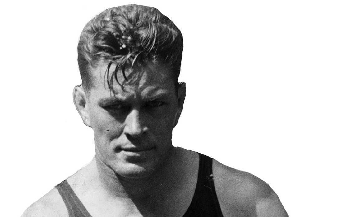 Amerikanen Gene Tunney (1897-1978) höll VM-titeln 1926-1928. Tunneys karriär varade mellan 1915-28 och under den perioden förlorade han bara två matcher, båda mot Harry Greb. Tunney besegrade Jack Dempsey två gånger och blev under karriären endast golvad en gång (!)