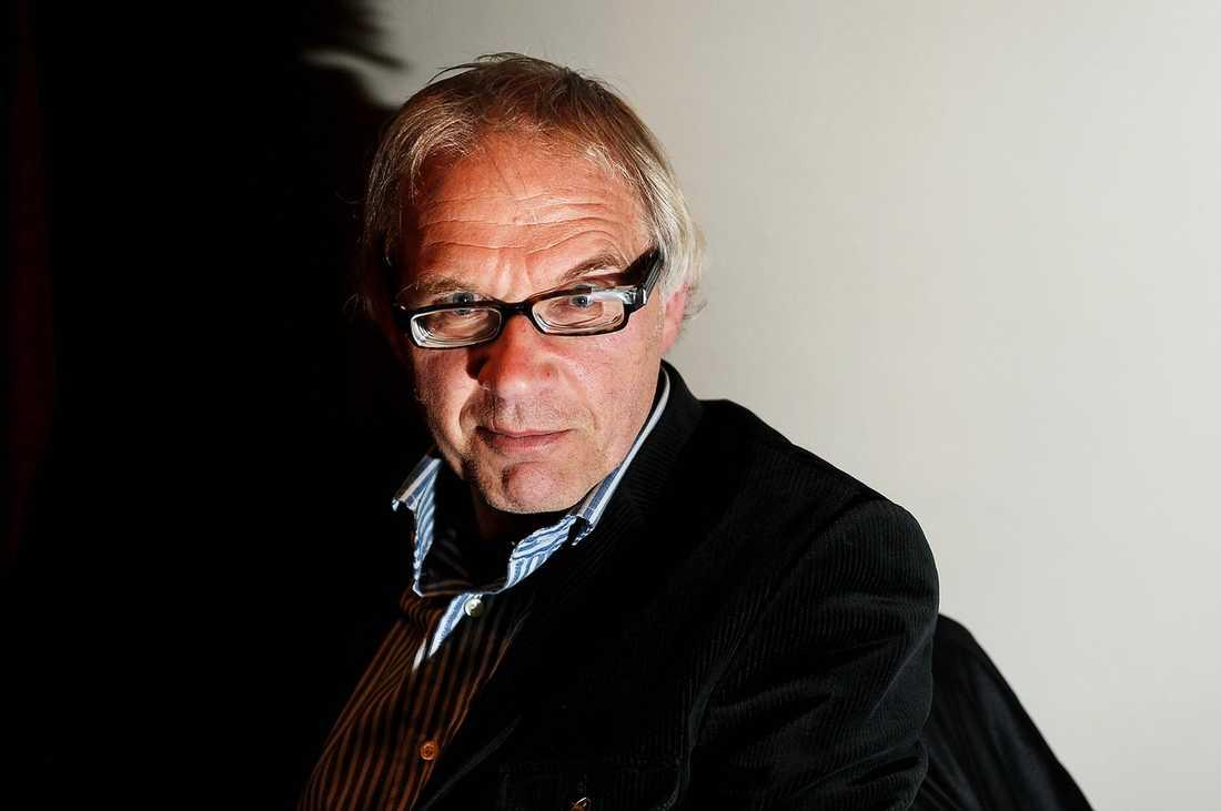 LEVER UNDER DÖDSHOT En av de nu häktade männen ska ha letat efter konstnären Lars Vilks i anslutning till en invigning på konsthallen Röda Sten.