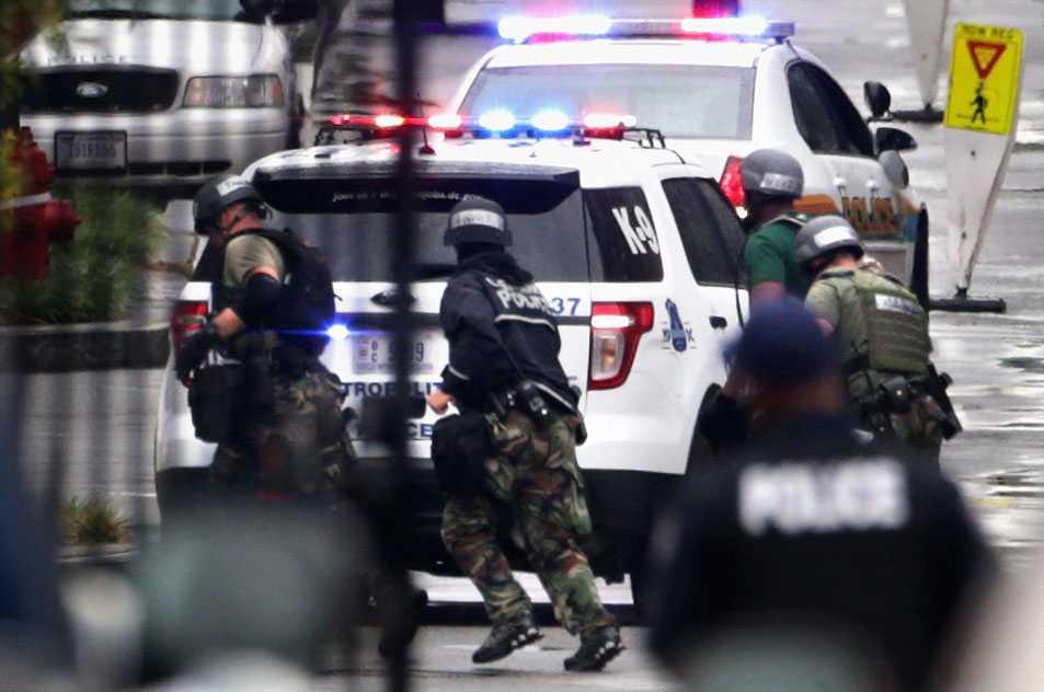 Till en början letade poliser efter fler gärningsmän men till slut konstaterades att Aaron Alexander var en ensam om att skjuta ihjäl 12 personer.
