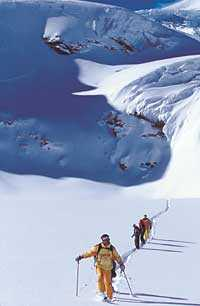 Den som ledsnat på skidområdet kan hyra en bergsguide och köra lite offpist.