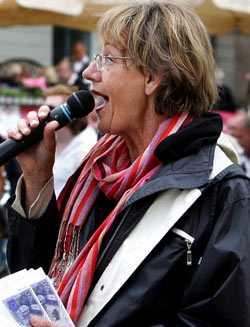 - Folkpartiet kan inte kalla sig feministiskt med en abortmotståndare på EU-listan, skriver Gudrun Schyman.