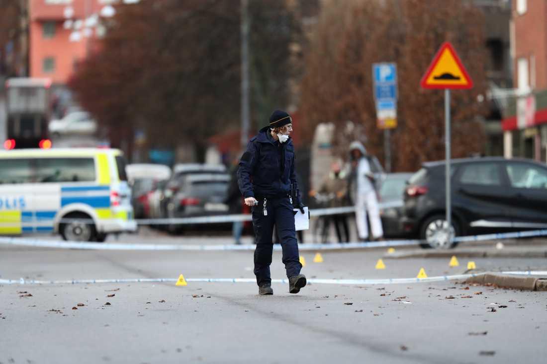 Två män sköts ihjäl utanför en nattklubb i Norrköping 5 december. En av männen var vän och ingick i samma gäng som en man som bodde i huset där en sprängladdning detonerade på onsdag morgon. Arkivbild.
