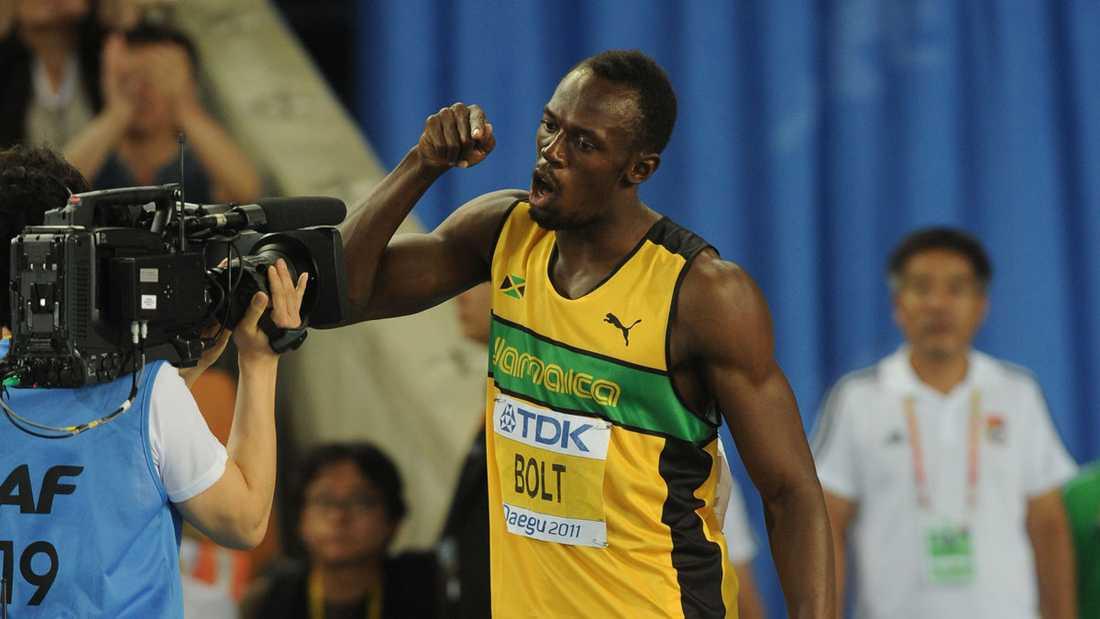 Innan 100 meters-finalen spexade Bolt framför kamerorna – precis som vanligt.