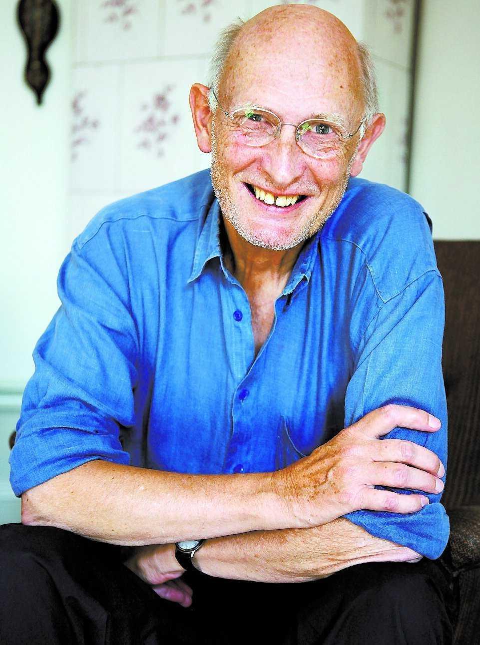 """dialektpolis PC Jersild, 73 och författare, tycker att radio och tv ska befrias från skånska. """"Det går att träna sin dialekt"""", säger han."""
