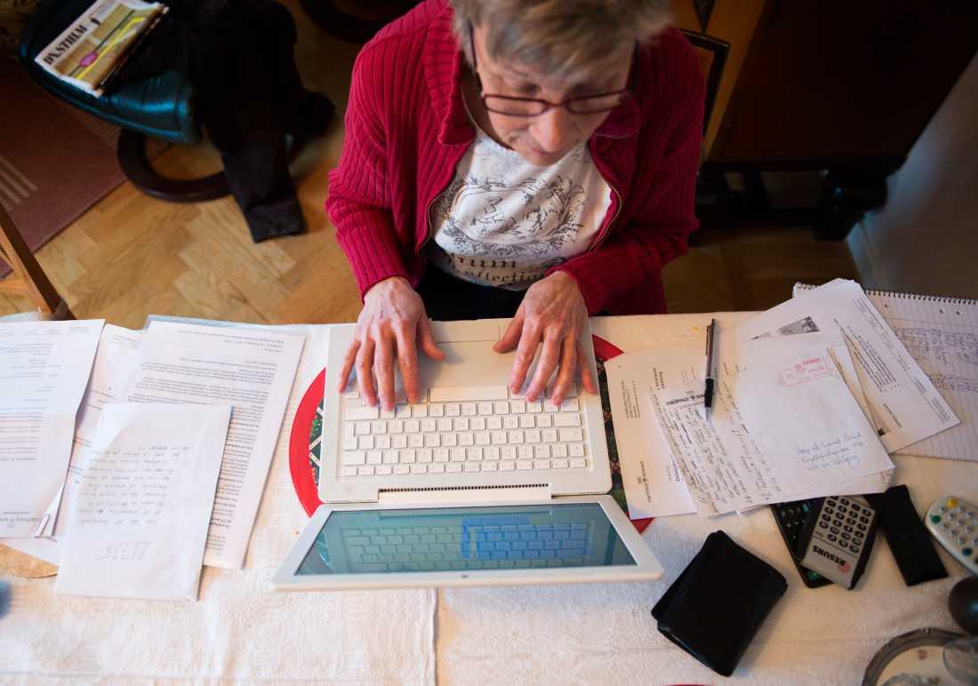 I genomsnitt höjs pensionen med 70 kronor i månaden nästa år – lite mindre än vad prognosen pekade mot i somras. Men redan året därpå slår den så kallade bromsen i pensionssystemet till igen, vilken förväntas leda till en sänkning med en halv procent.