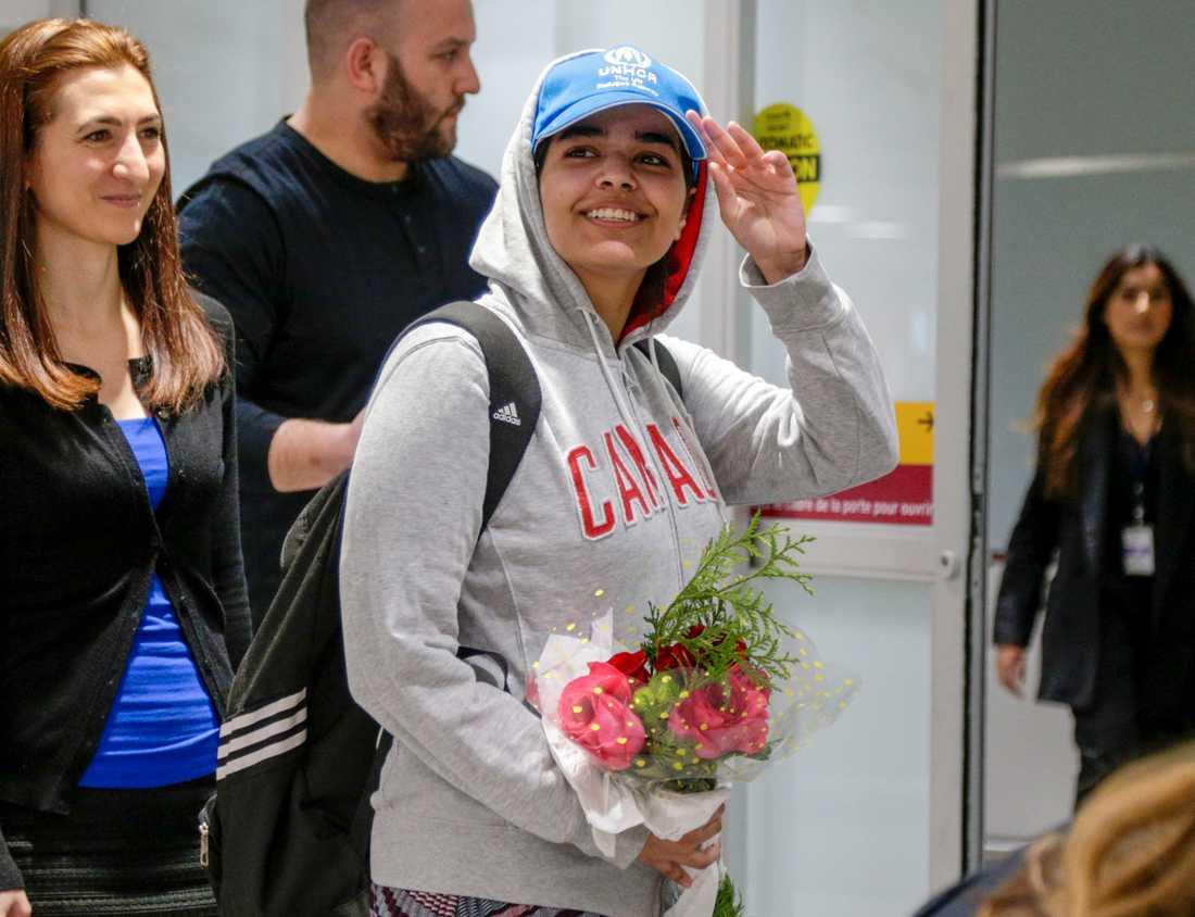 Här anländer Rahaf till Torontos flygplats i Ontario, Canada.