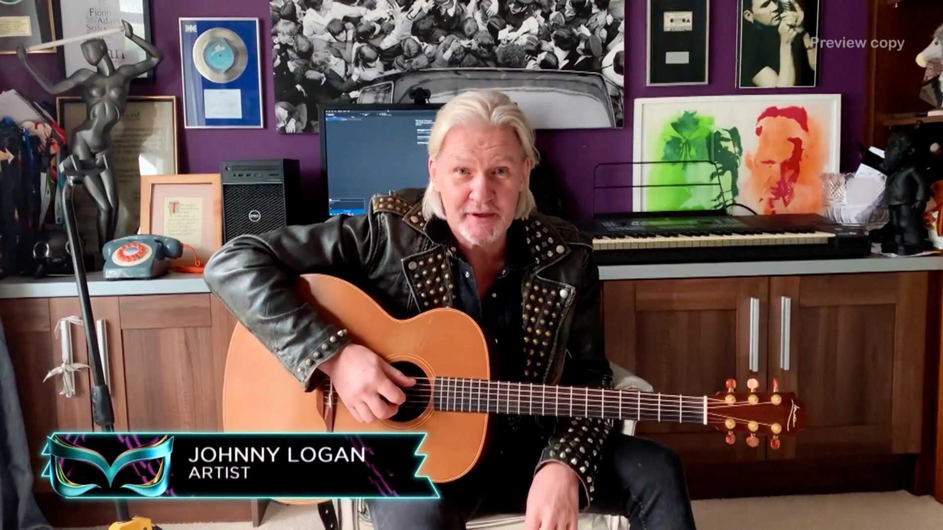 Johnny Logan var Robert Wells maskerade vän som gav ledtrådar i programmet.