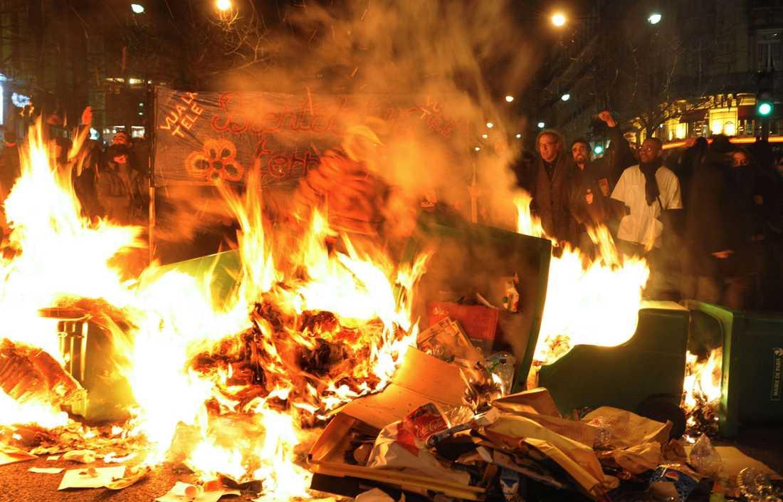Omfattande protester Många fransmän strejkade och demonstrerade i protest mot regeringens ekonomiska politik.