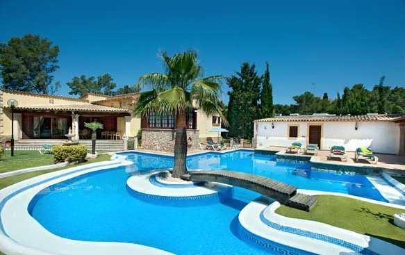Drömvillan på Mallorca hade pool och grillplats...