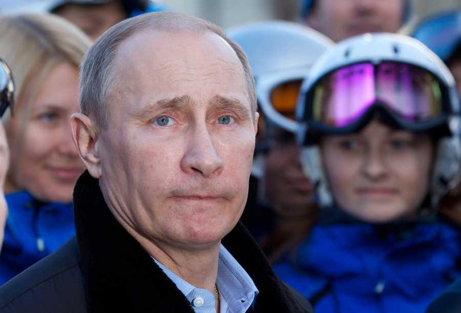 """Vladimir Putin, Rysslands president, vägrar kommentera uppgifter om att knarkkungen ska ha """"hjälpt"""" Ryssland fixa OS."""