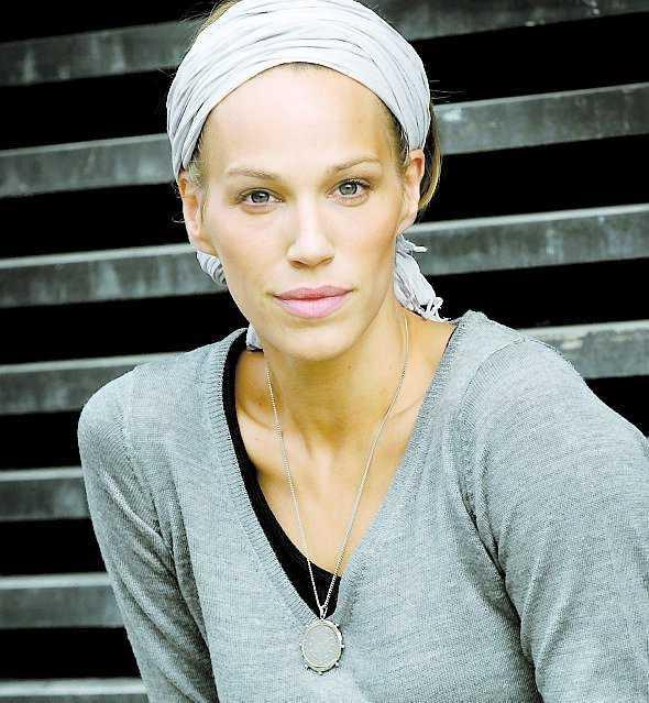 INTE KALLAD Emma Wiklund, 40 – fotomodell och ambassadör för Rosa Bandet – blir inte kallad till mammografi förrän om två år, trots att hon bor i samma landsting som Filippa Reinfeldt styr över.