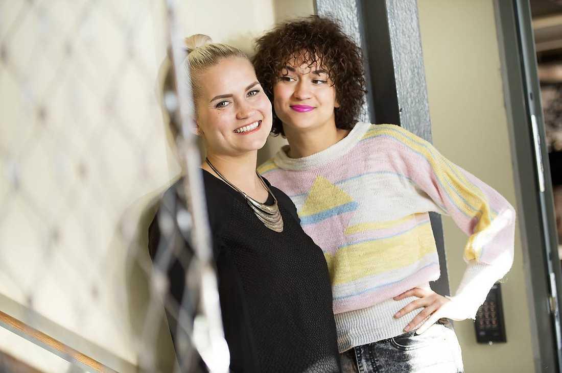 """JA: Ofta genialt och vasst roligt är """"Full patte"""" med Bianca och Tiffany Kronlöf. (SVT Flow)"""