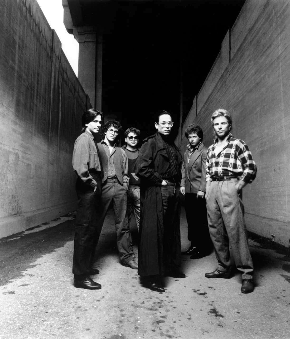 Michael Porcaro, Steve Porcaro, David Paich, Jeff Porcaro, Steve Lukather och Fergie Frederiksen i Los Angeles 1984.