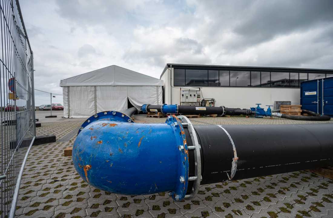 Avloppsrör vid pumpstationen i hamnen i Skovshoved norr om Köpenhamn. Härifrån var det tänkt att 290000 kubikmeter avloppsvatten skulle pumpats ut i Öresund. Nu avslöjar TV2 Lorry att betydligt större mängder orenat avloppsvatten har släppts ut i Öresund de senaste åren.