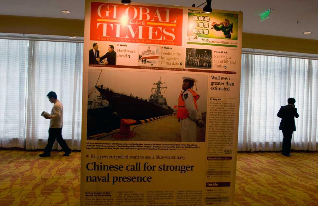 En förstoring av det första numret av den engelskspråkiga tidningen The Global Times som den kinesiska staten styr. Nu skärps tonen mot tidningen i USA. Arkivbild.