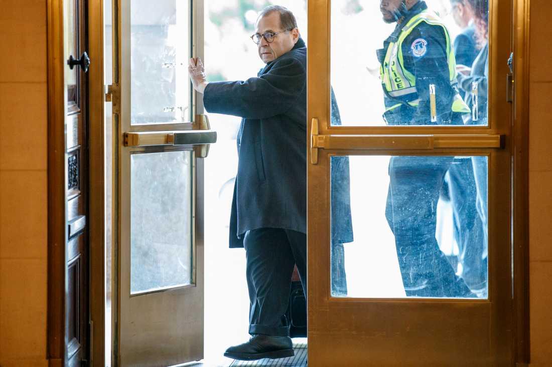 Jerrold Nadler. Bild tagen när han anländer till riksrättsöverläggningar i underrättelseutskottet tidigare i november.