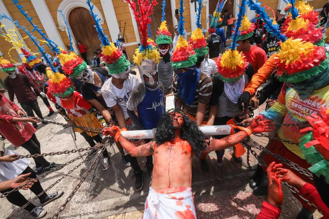 Påskfirandet pågick som vanligt på många håll i Nicaragua, trots coronakrisen. Bilden är tagen i staden Masatepe i fredags.