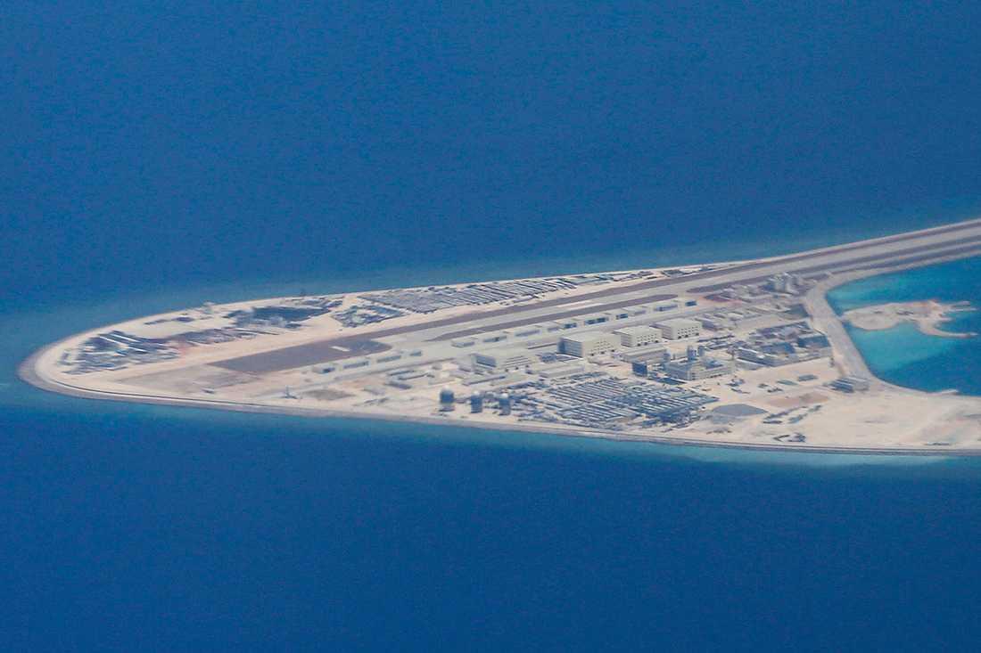 En av Kinas konstgjorda öar i Sydkinesiska sjön.