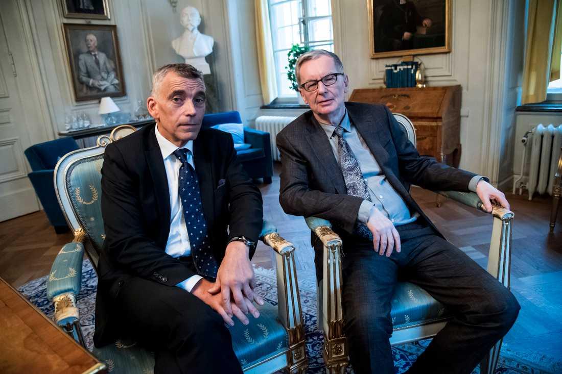 Nyinvalde ledamoten Eric Runesson och Svenska Akademiens ständige sekreterare Anders Olsson.