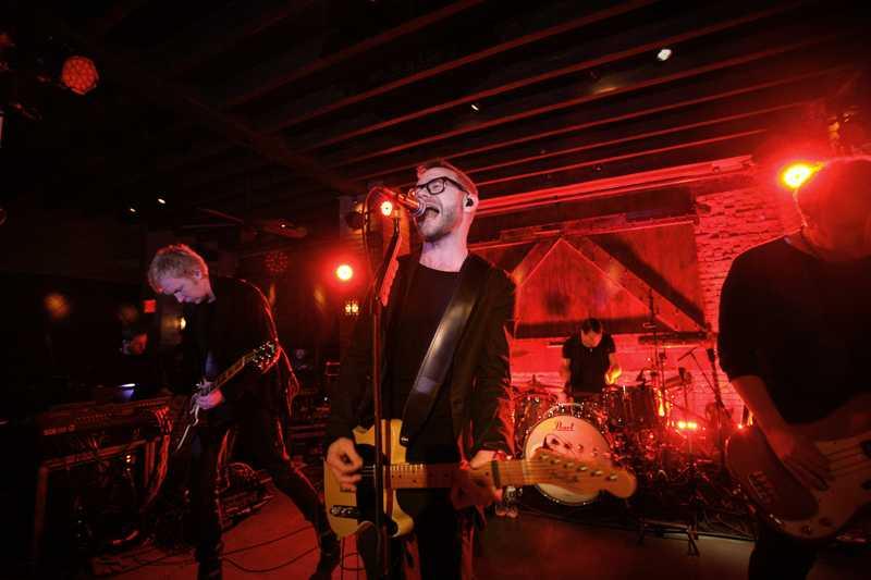 På lördagmorgonen svensk tid hade svenska gruppen Kent releaseparty/konsert på Bowery Hotel i New York.