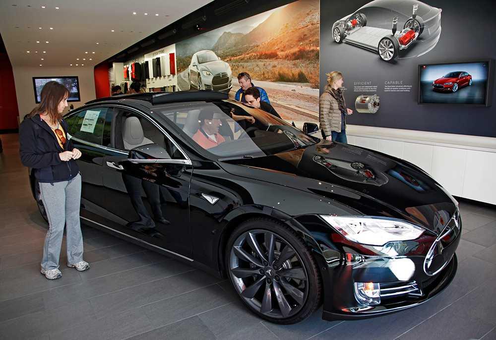 Tesla Model 3 försenas på närmare ett halvår.