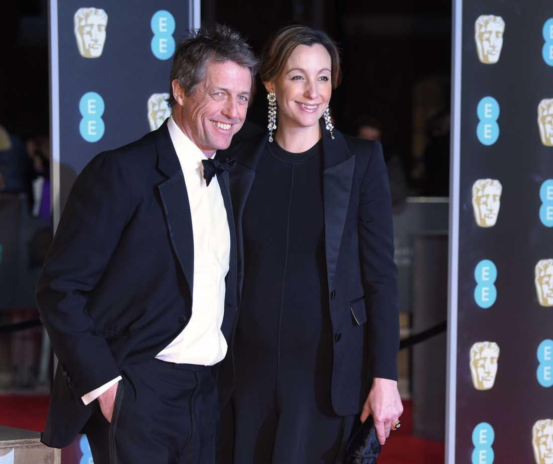 Hugh Grant och Anna Eberstein.