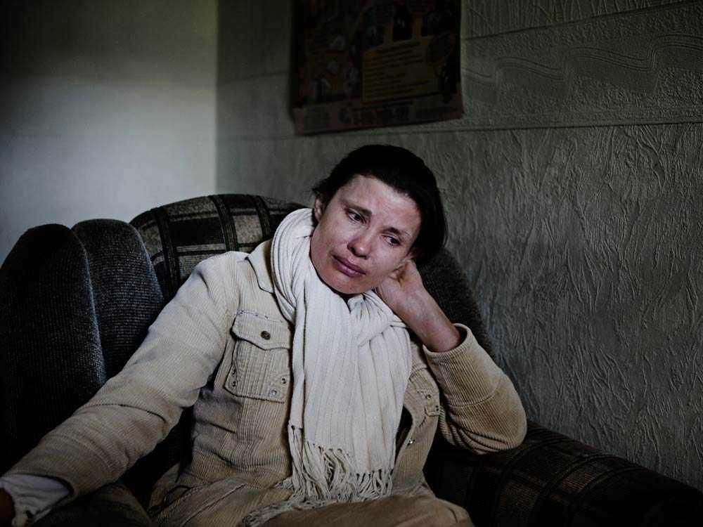 Aftonbladet besöker Svetlana i smyg en förmiddag då mannen är ute ett ärende.