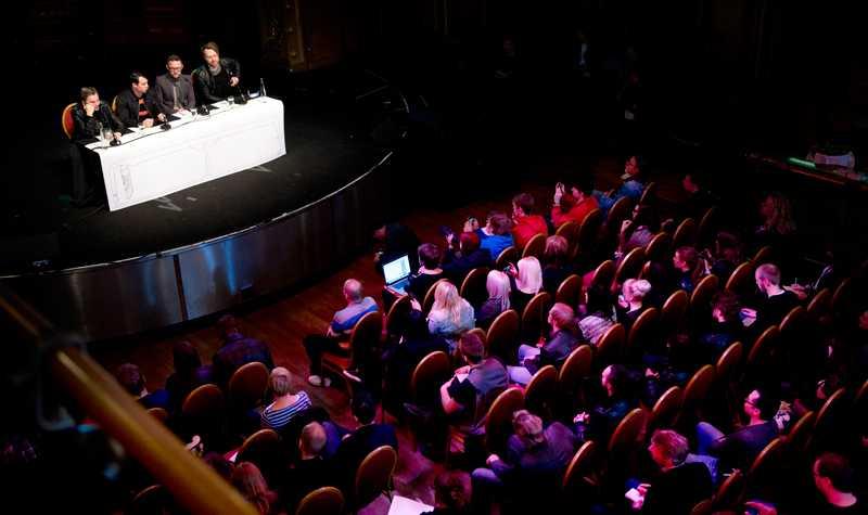 I stället för att ge intervjuer bjöd de in till stor presskonferens på Berns i Stockholm.