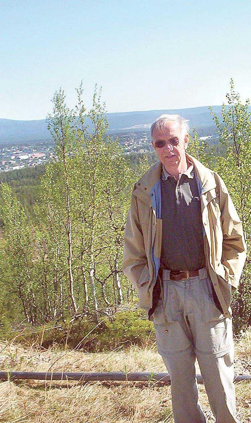 Förre chefen för rikskriminalen Jan Olsson, som deltog i flera av mordutredningarna, har ett flertal gånger gått ut offentligt och sagt att han inte tror att Thomas Quick är skyldig till ett enda mord. Här besökte han förra sommaren åter Appojaure i Norrbotten, platsen där två holländska turister mördades i sitt tält sommaren 1984. Mord som Thomas Quick dömts för. Löpsedeln är från 15 juni 1984.