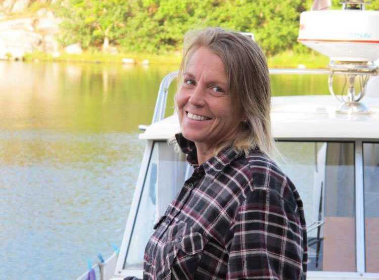 DÖDAD 2016 Elisabeth, 55, hade tröttnat på makens drickande. Hon skulle ha åkt till Malta i september. En kväll några veckor före avresan larmade en granne om brand och Elisabeth hittades i sin säng med strypmärken runt sin hals.