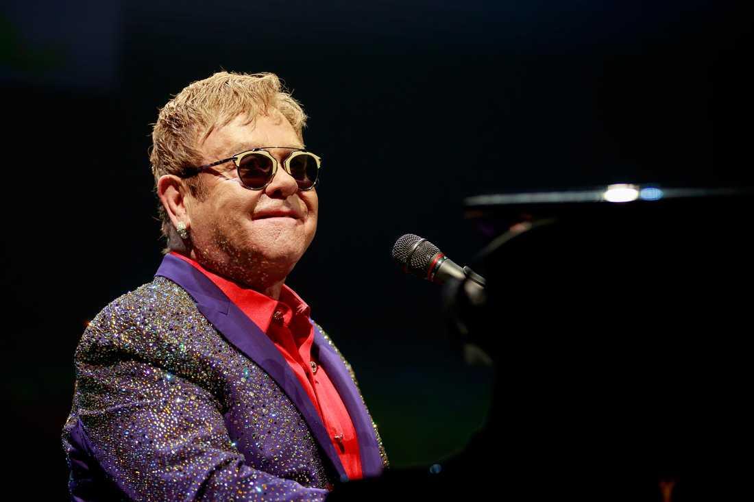Elton John gästar Sverige lagom till sommaren.