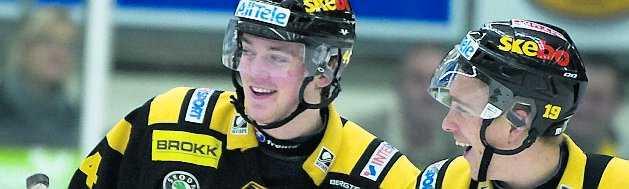 Tim Erixon jublar tillsammans med Melker Karlsson.
