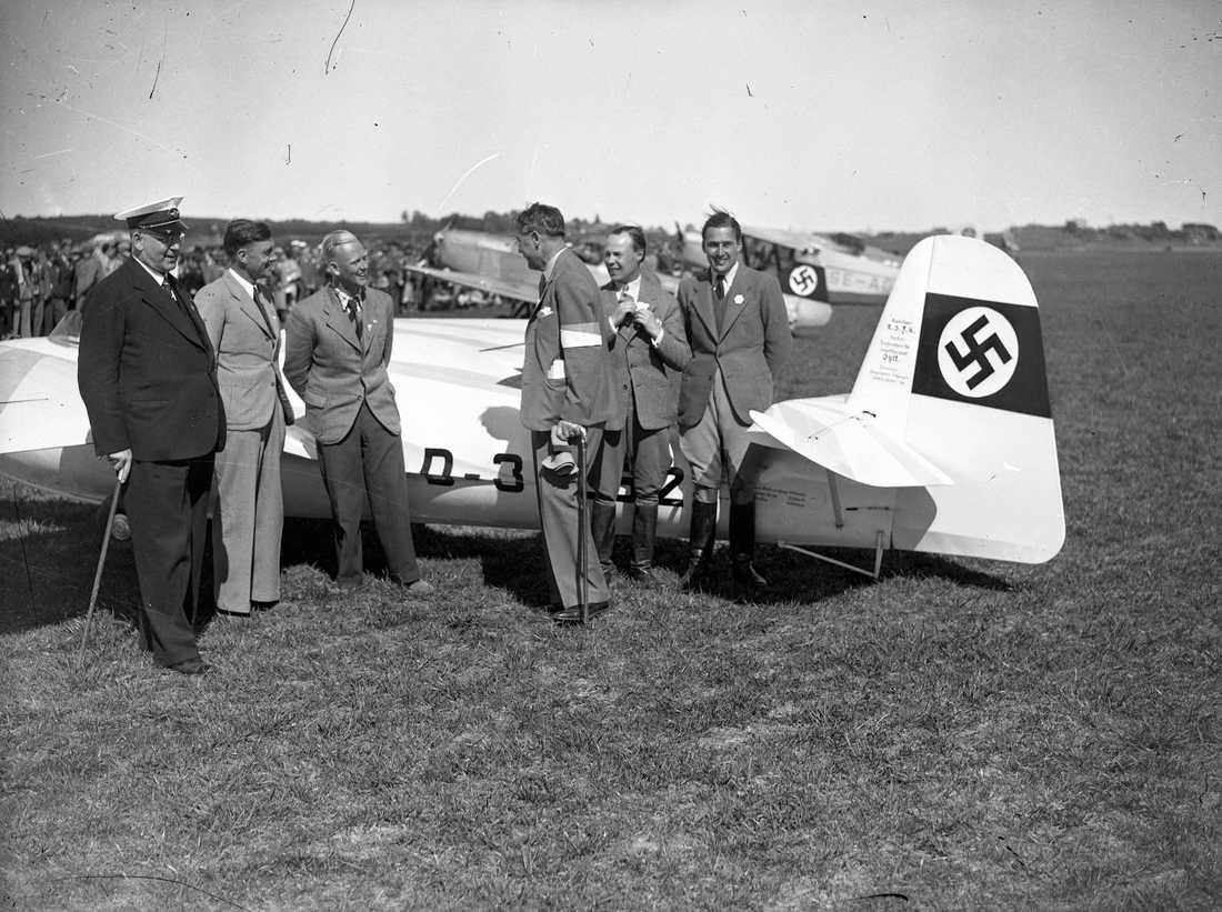 Flygtävling på Kungsängens flygplats 1937.